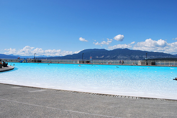 Vancouvers West Side Kitsilano Beach and Pool