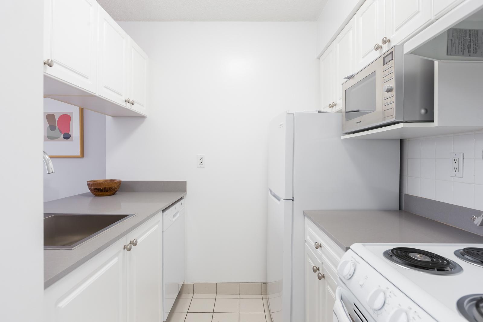 Hollyburn Harbourview 1Bedroom Furnished Rental kitchen 4 604